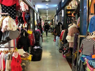 Área de producción de ropa infantil en China